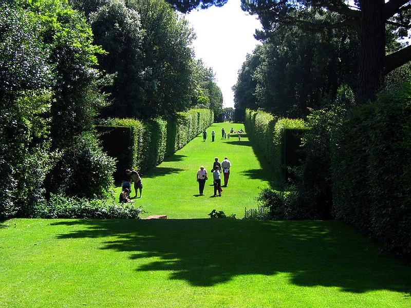 156.Лоуренс Джонстон, сад Хидкот Мэнор.jpg