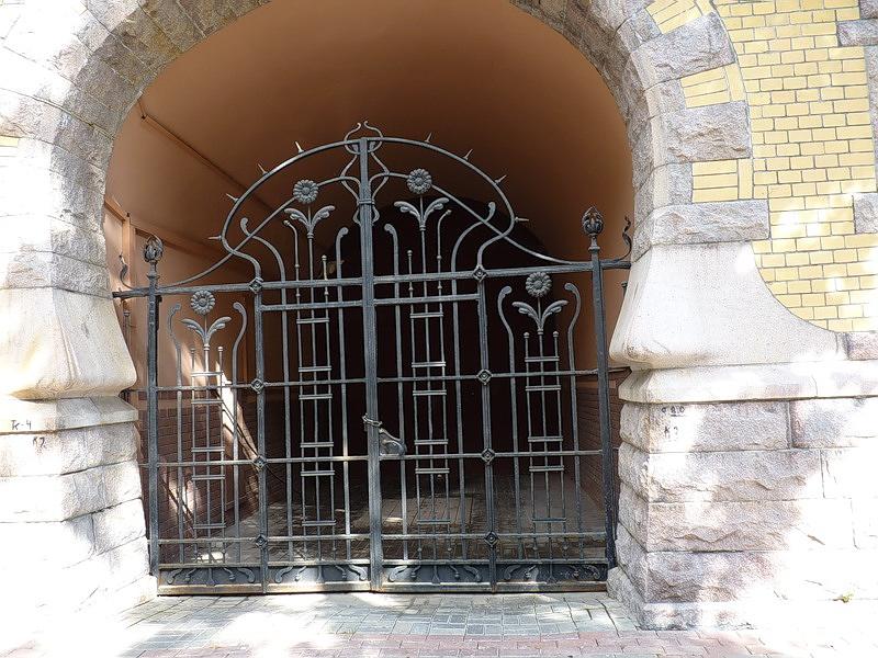 159.Особняк Форостовского, ворота.jpg