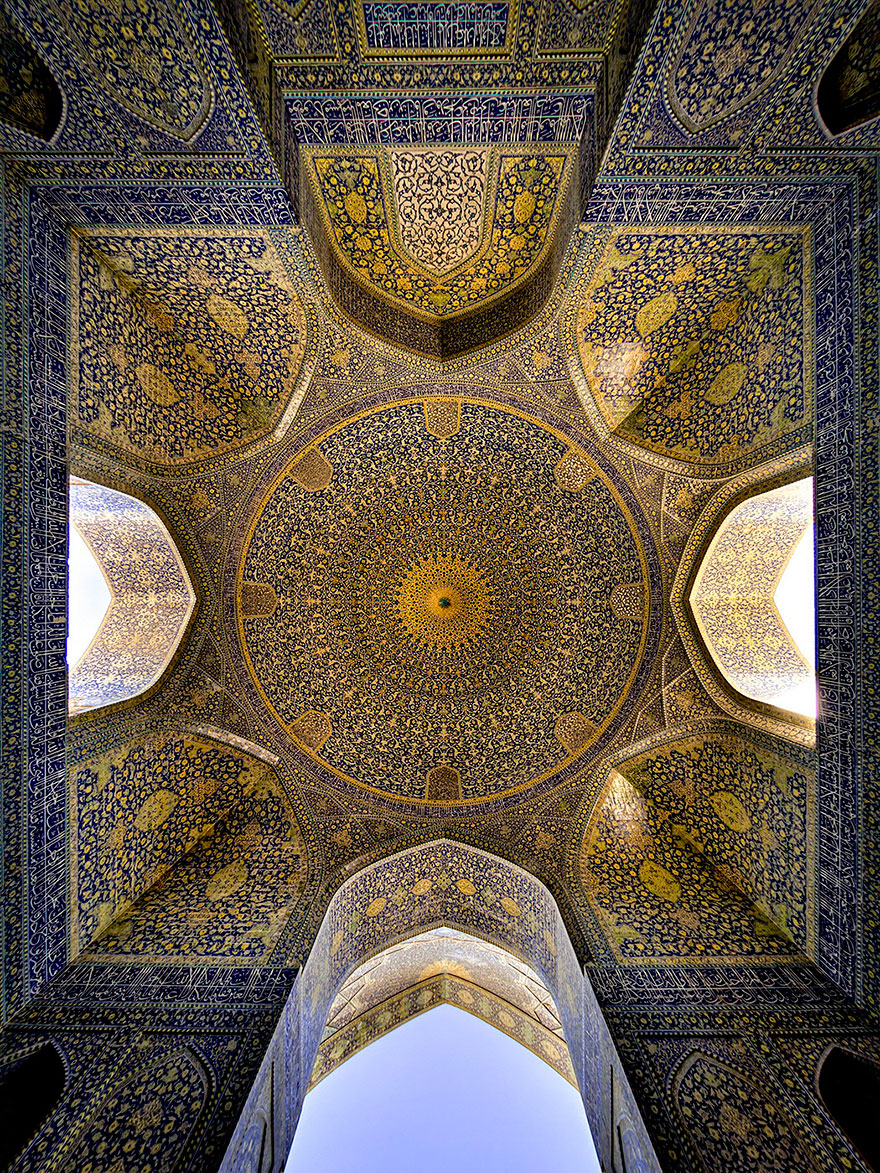 17 в имам мечеть исфаханbeautiful-mosque-ceiling-29__880.jpg