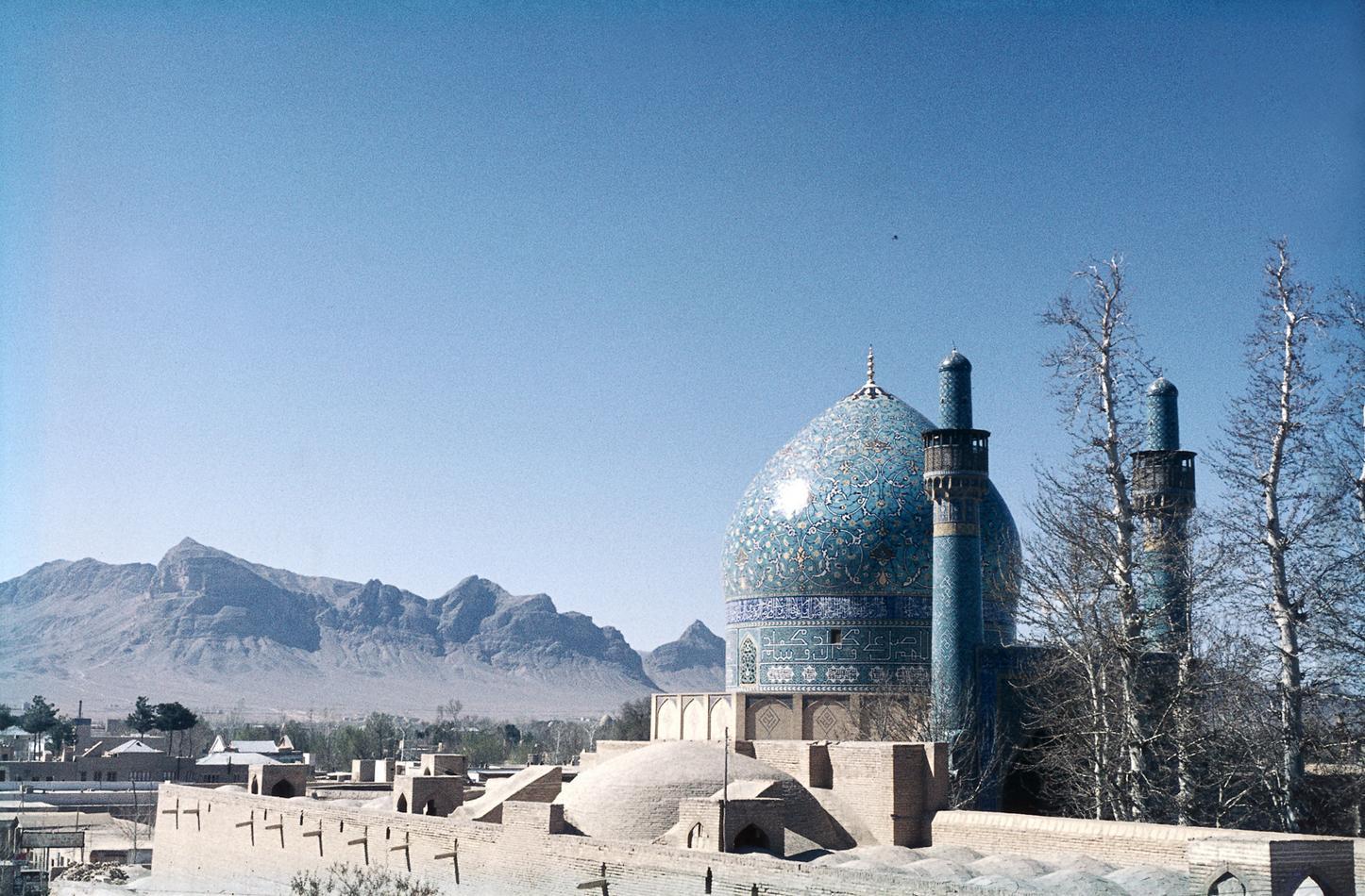 1714Madar-i-Shah-madrasaen-_Chahar-Bagh-madrasaen__-kIsfahan_-Iran.-HMH.jpg