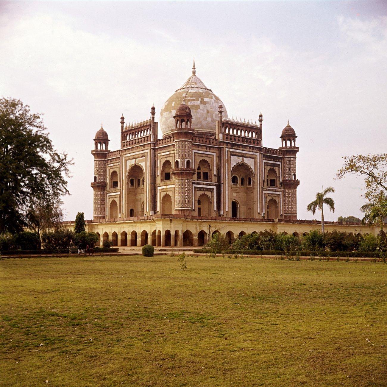 1753 Safdar-Jangs-gravmonument_-Delhi_-Indien.-MK.jpg