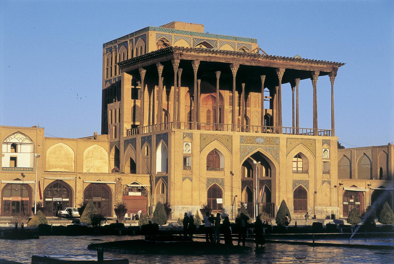 17dAli-Qapu-paladset_-Isfahan_-Iran.-JA.jpg