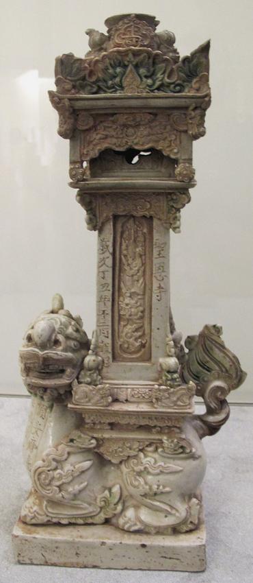 17Vietnam,_lampada_da_altare,_manifatture_di_Bat_Trang,_hanoi,_1637_o_1697.JPG