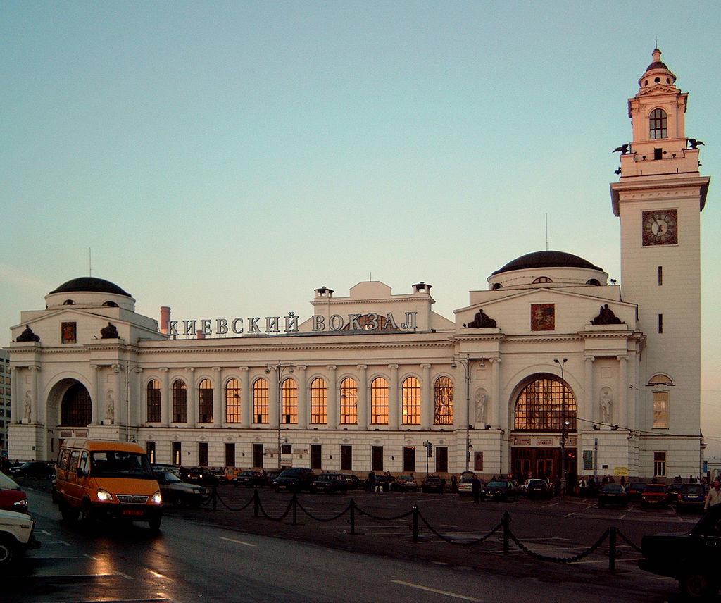 18 1024px-Kievski_railstation_retouched.jpg
