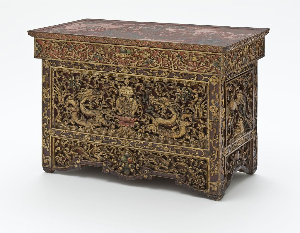 18-19Altar_Table_with_Dragons_and_Auspicious_Symbols_LACMA_M.2010.81.1_(13_of_14).jpg