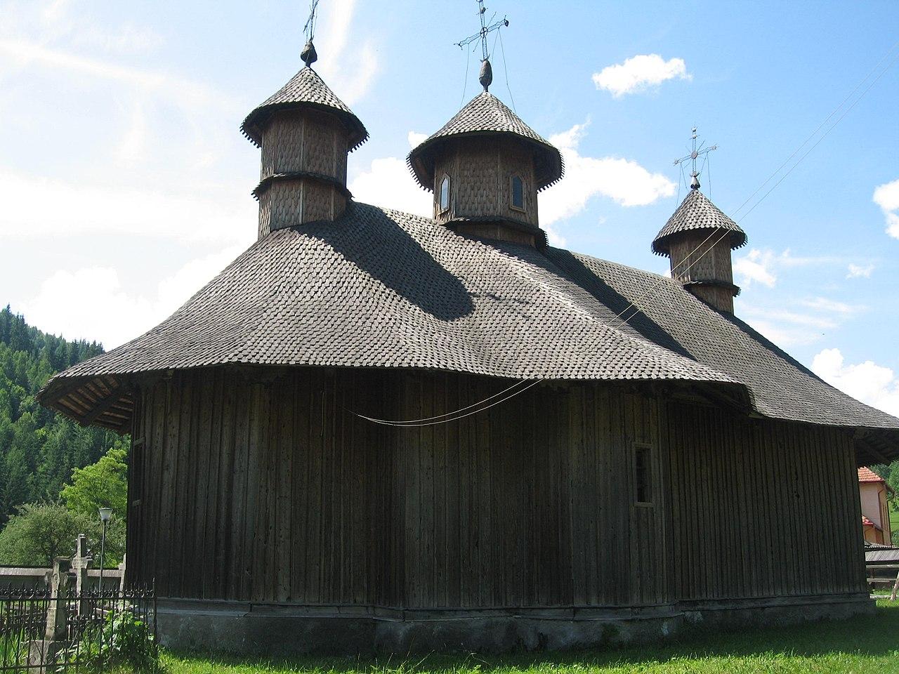 1800 сучаваBiserica_de_lemn_din_Colacu13.jpg
