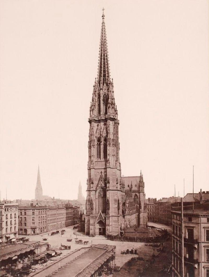1874 Hamburg_1891-1893,_Strumper_&_Co,_S._21_Die_St._Nicolai_Kirche.jpg