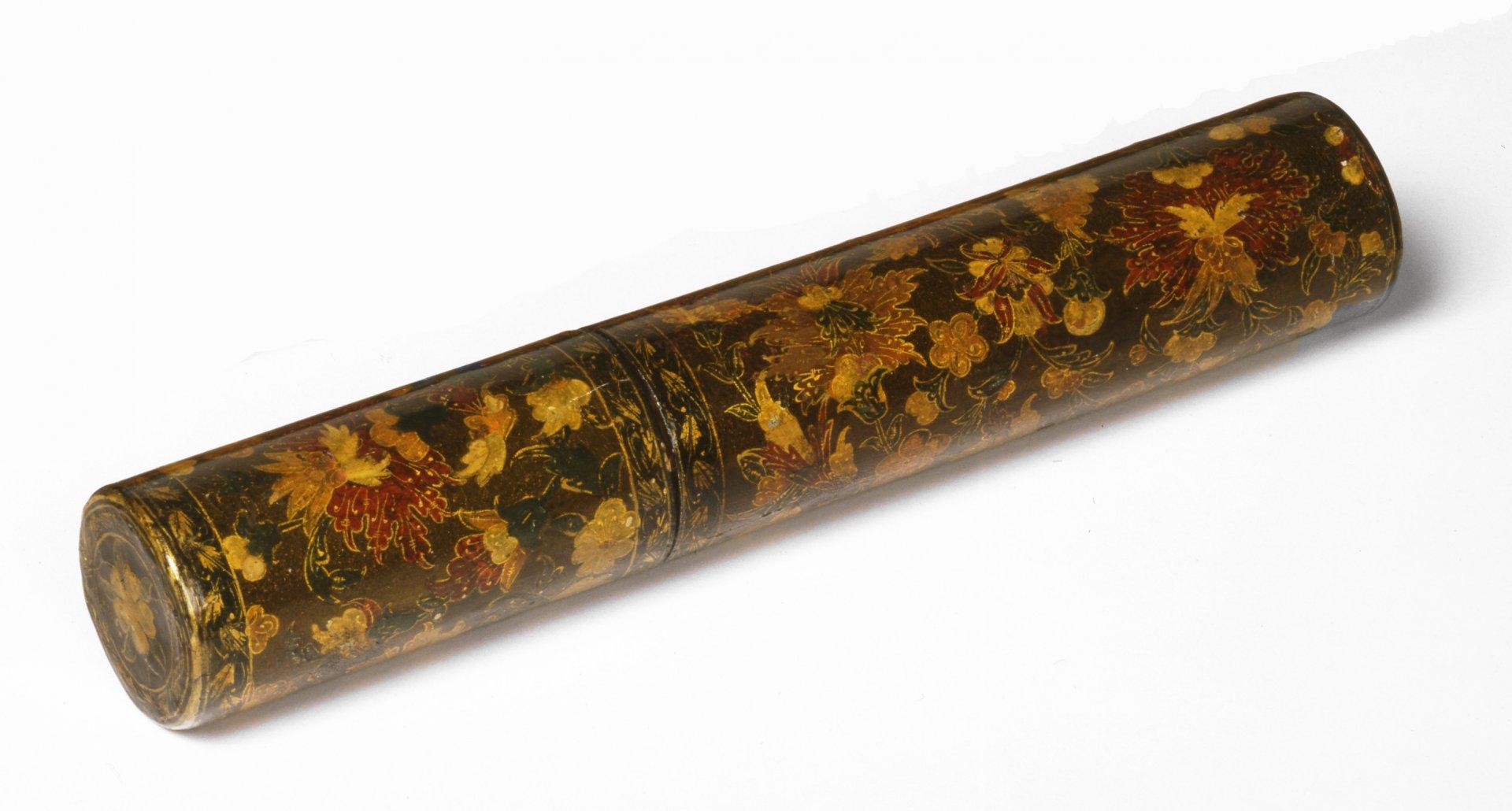 18dCylindriske-pennesaeker-af-lakeret-papmache.jpg