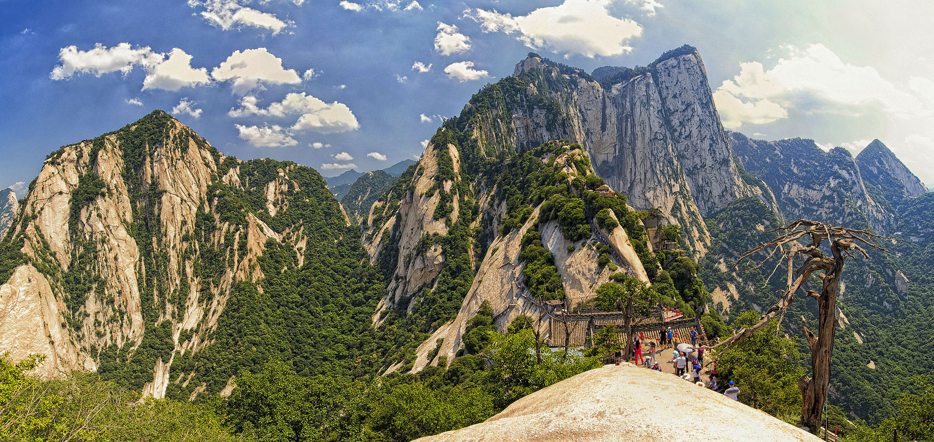 1920px-1_mount_hua_shan_china_2011.jpg