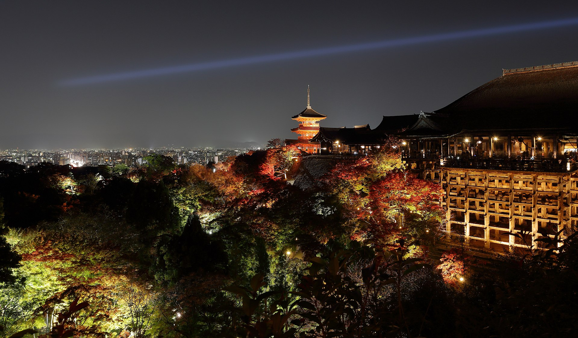 1920px-Kiyomizu-dera,_Kyoto,_November_2016_-06.jpg