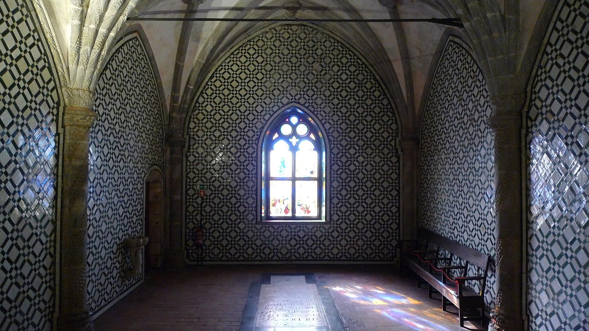 1920px-Sintra,_Palácio_Nacional_da_Pena,_capela_(9).jpg