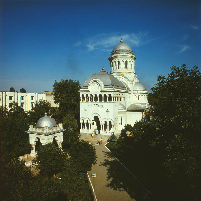1935Saint_Constantine_and_Elena_Cathedral._(7829536806).jpg