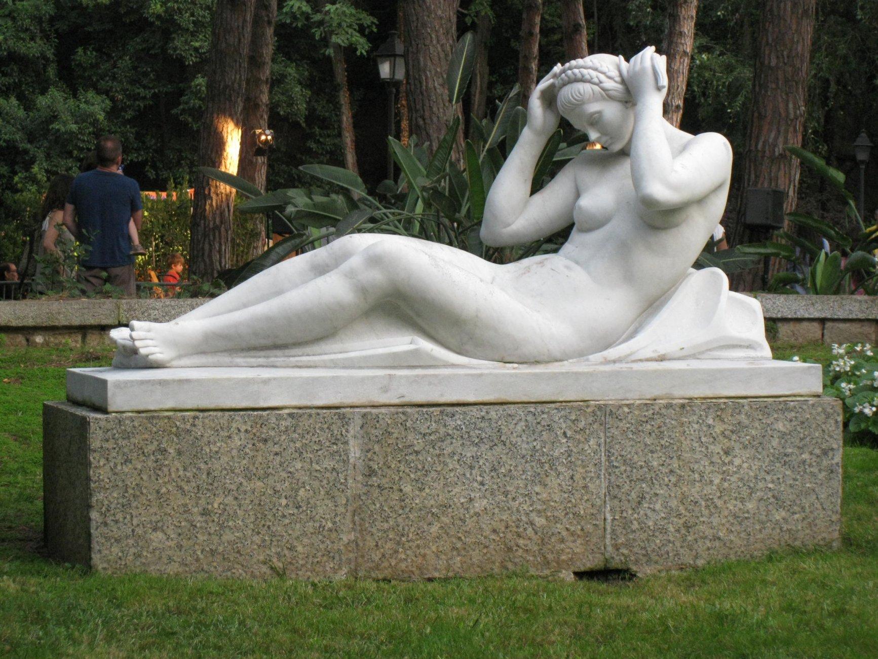 1970  сад дворца альбениса112_Jardins_de_Joan_Maragall,_Dona_ajaguda_(Enric_Monjo).jpg
