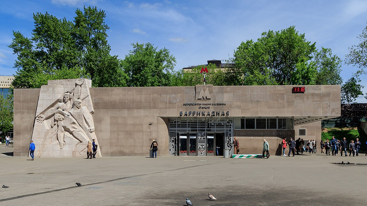 1972Barrikadnaya_entrance.jpg