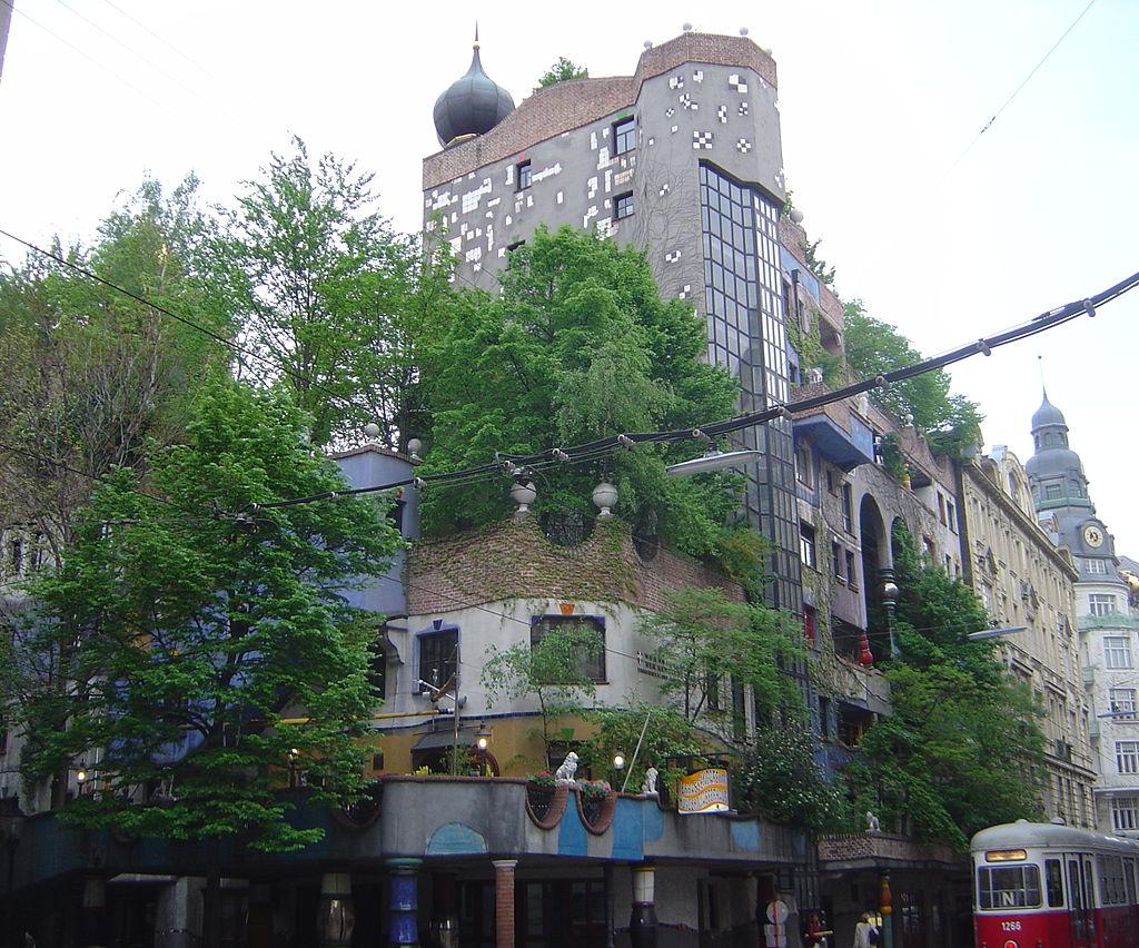 1985-Vienna_Hundertwasserhaus_DSC02708.JPG