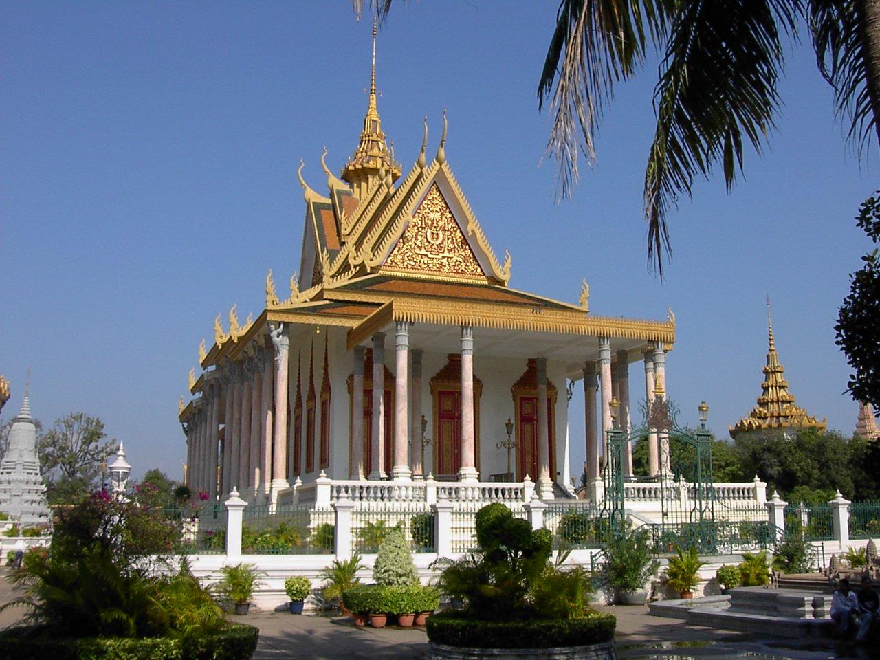 19Silver_Pagoda,_Phnom_Penh.jpg