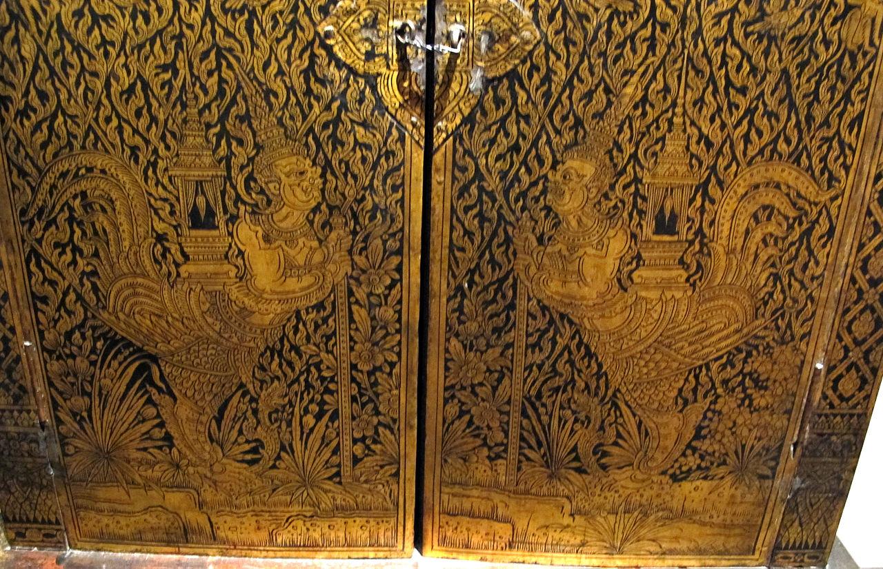 19Thailandia,_armadio_laccato_e_dorato,_arte_di_bangkok,_xix_sec_04.JPG