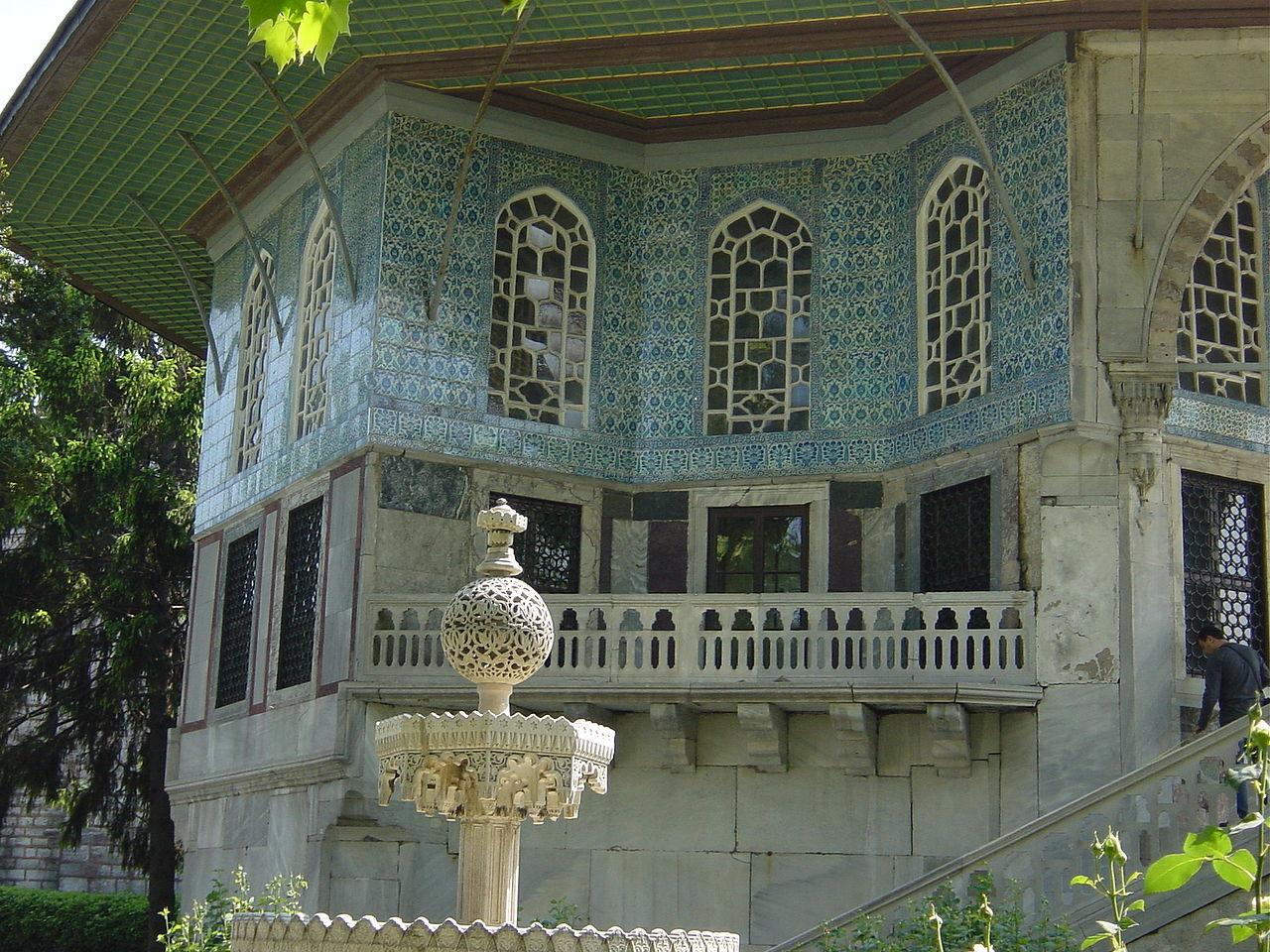 1_Istanbul_-_Topkapi_-_Quarta_corte_-_Revanköskü_(1635)_-_.jpg