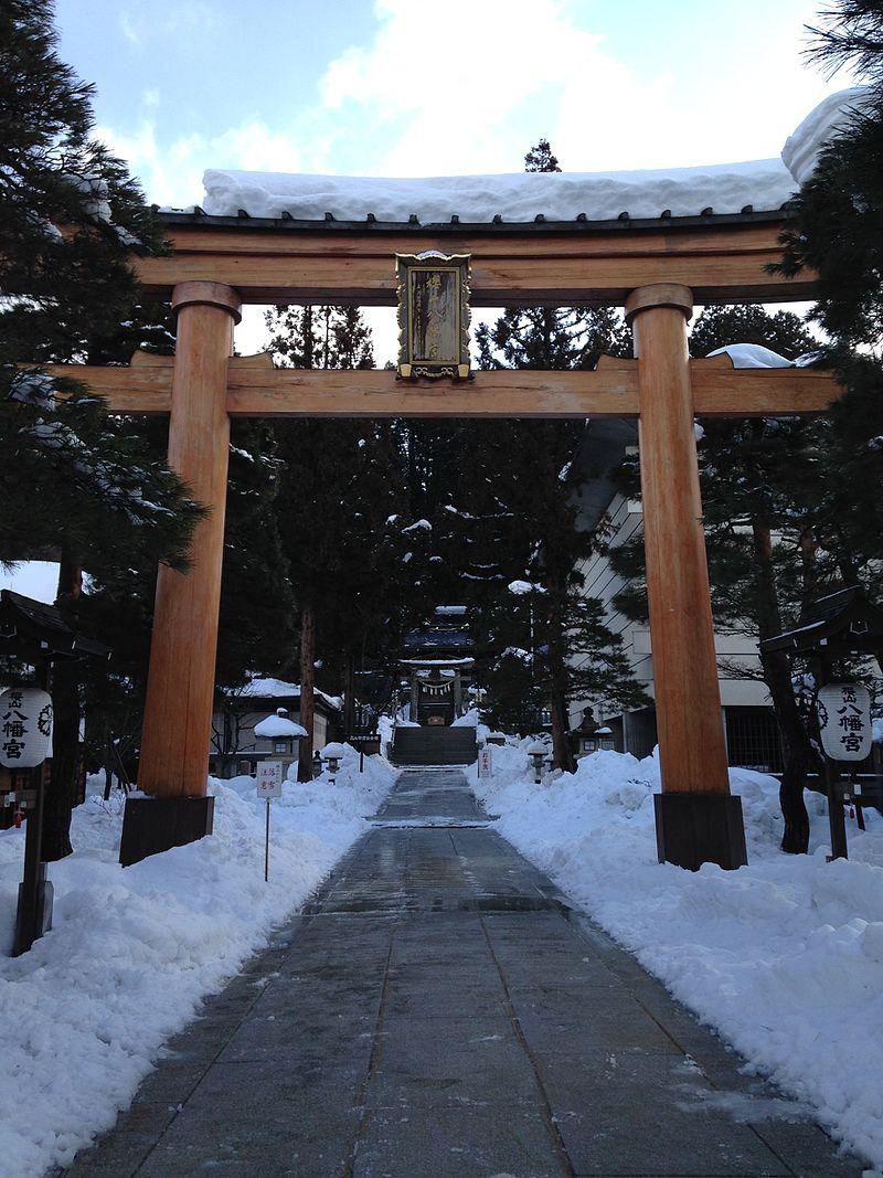 1st_torii_of_Sakurayama_Hachiman_Shrine_in_a_snowy_day.jpg