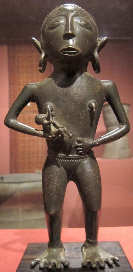 2вMaternity_figure,_Borneo,_c._200_BCE,_bronze,_Honolulu_Museum_of_Art.JPG