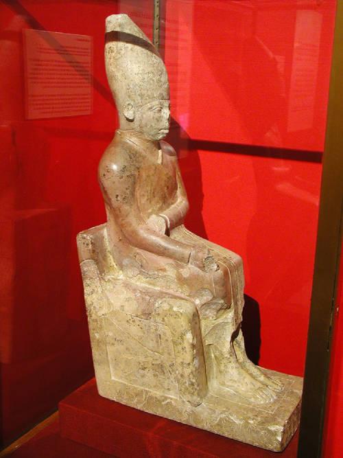 2 динLimestone_statue_of_Khasekhemwy.jpg