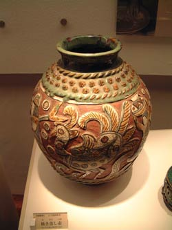 20021206Tsuboya is center of Okinawa pottery 2.jpg