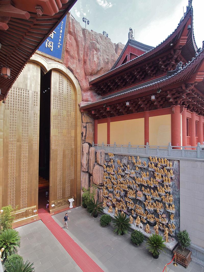 2004 Дунлинь шанхайDonglin_Temple_Shanghai_16.jpg