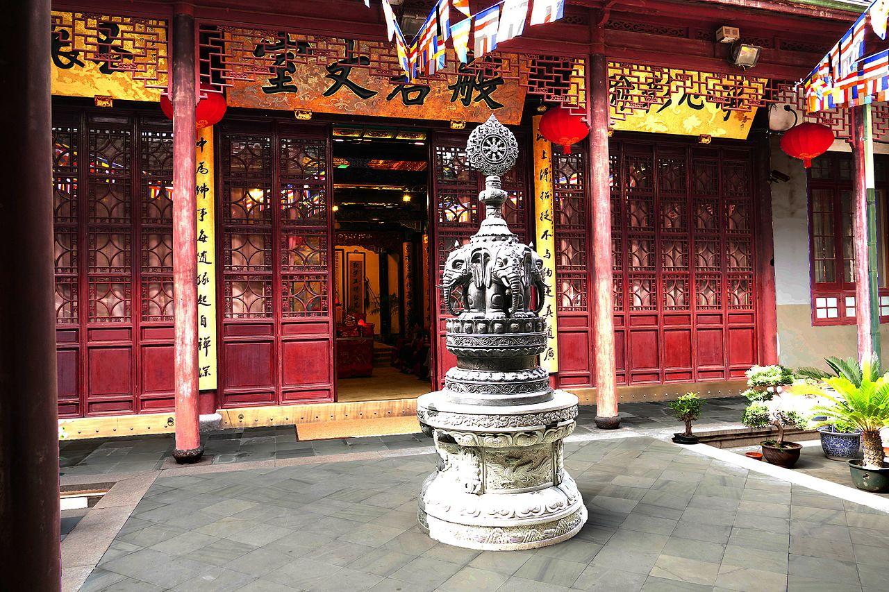 2015-09-26-112423_-_Shanghai,_Jade_Buddha_Tempel_Yufo_Si.jpg
