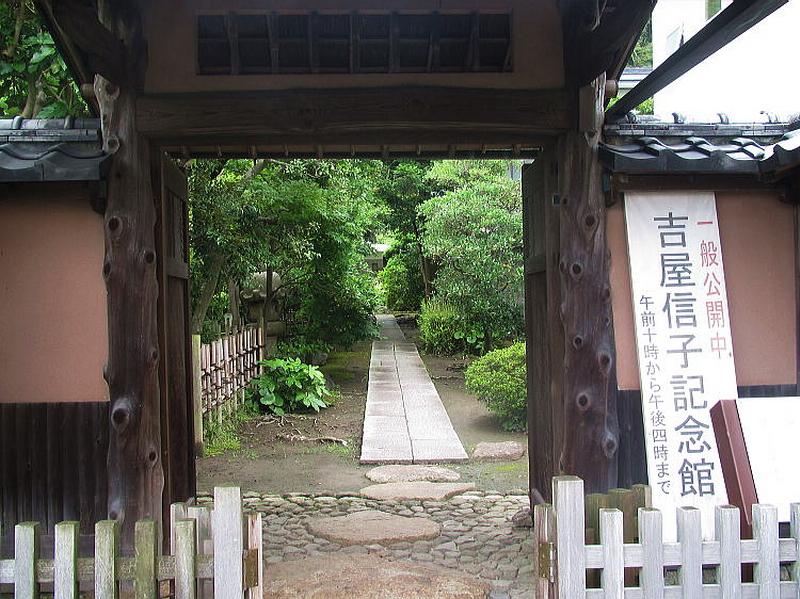 202.Ёсия Нобуко.Ворота.jpg