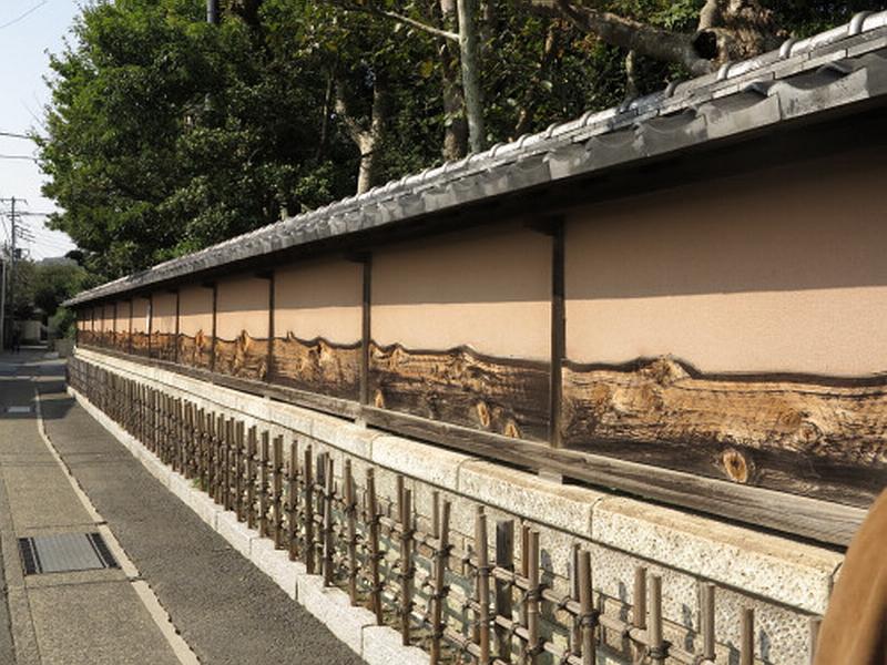 205.Ёсия Нобуко.Стена усадьбы.jpg