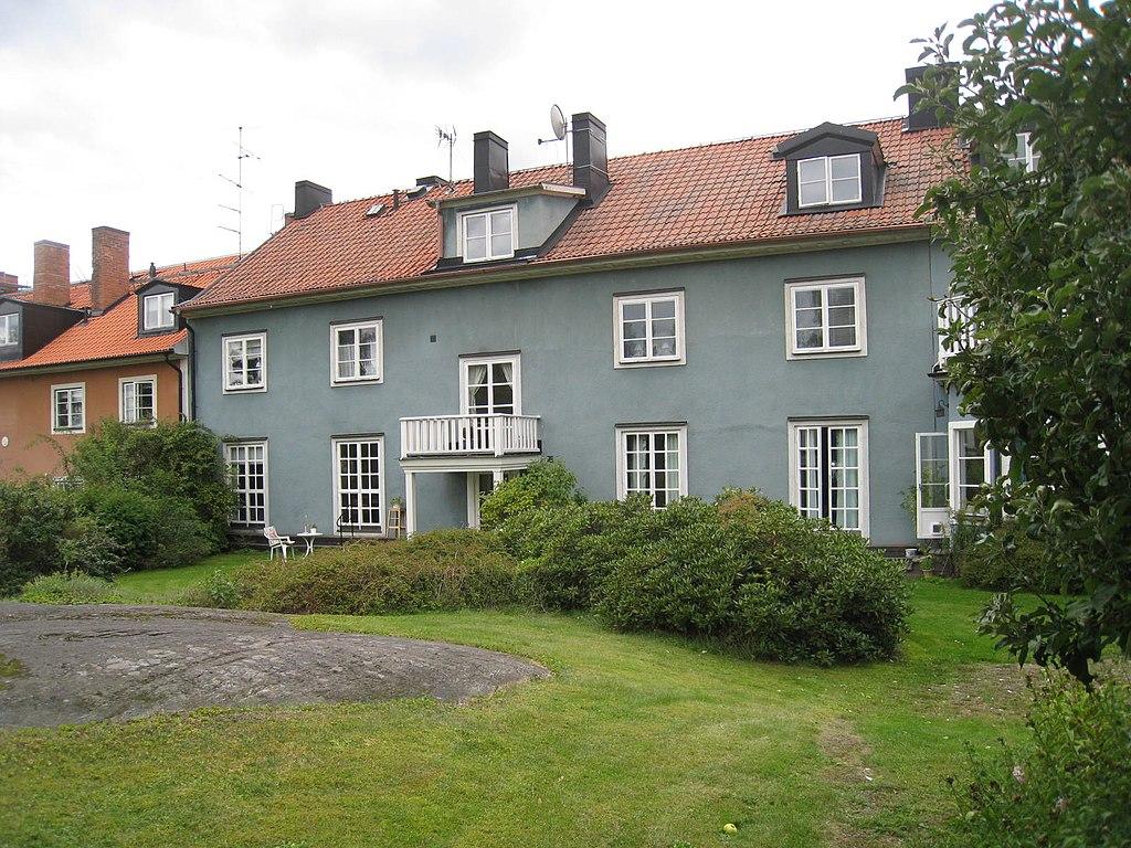 22г Smedslättstorget_45,_gårdssidan_Lunkentusvägen_4-6,_2014b.jpg