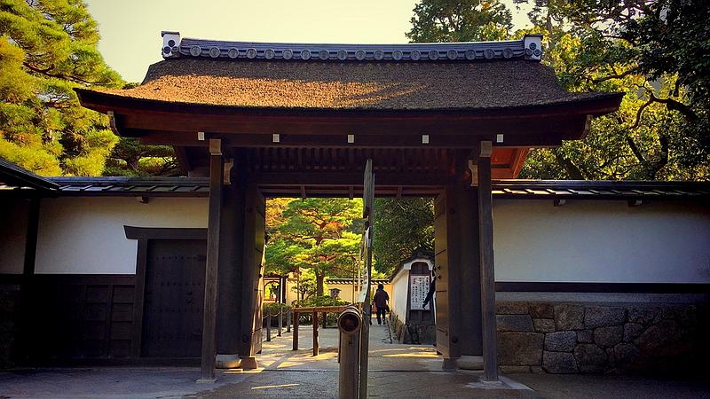 226.Гинкаку-дзи.Внутренние ворота.jpg