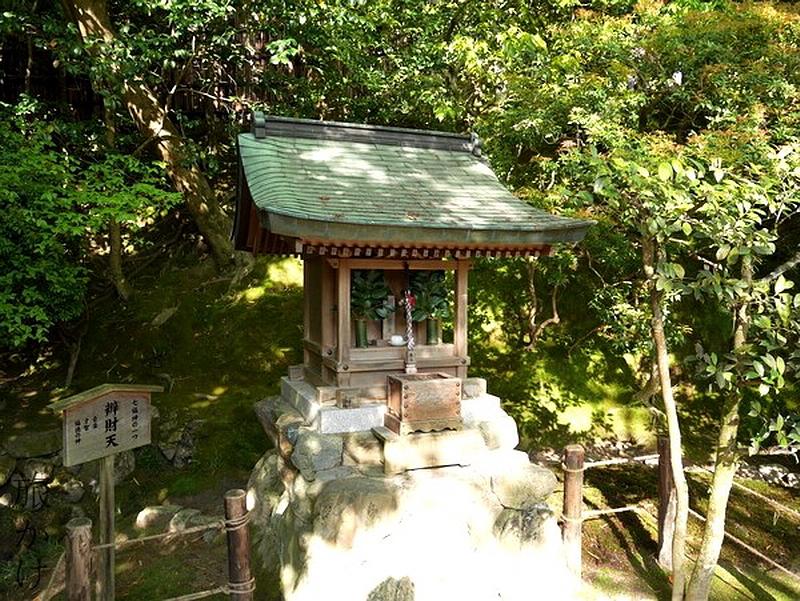 237.Гинкаку-дзи.Святилище Бэнтэн.jpg