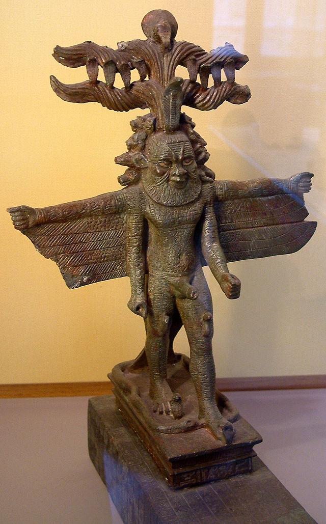 26 din640px-Egypte_louvre_044_statue.jpg