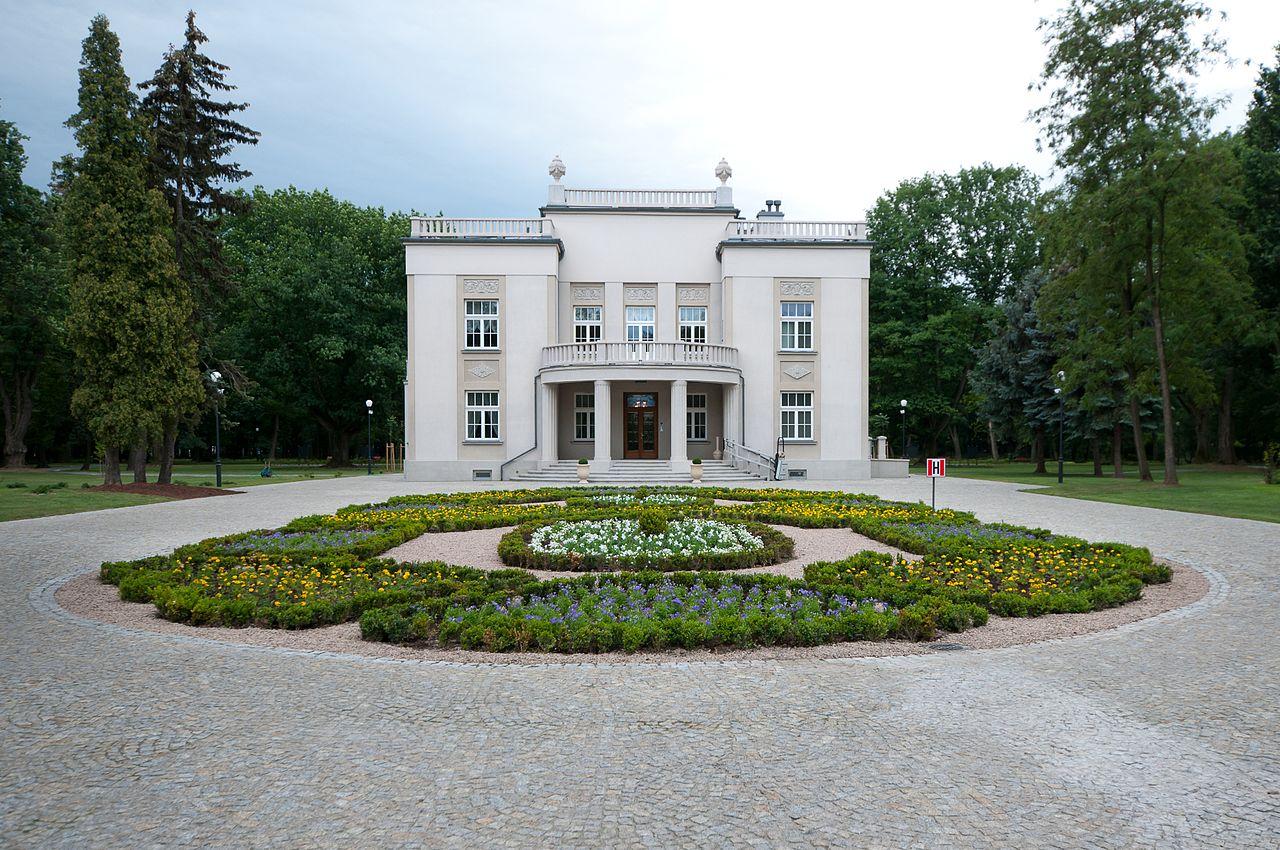 28 1280px-Pałacyk_Kwiatkowskiego_w_Mościcach.Pawlo68.jpg