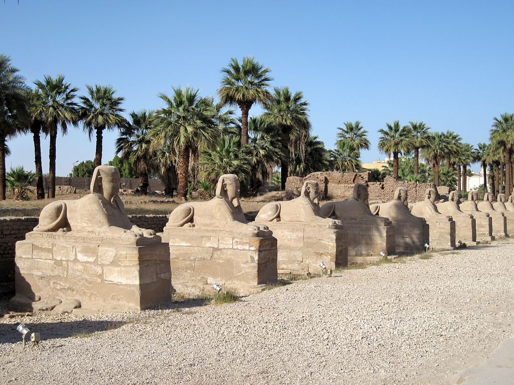 29din1024px-Luxor_Sphinxallee_05.jpg