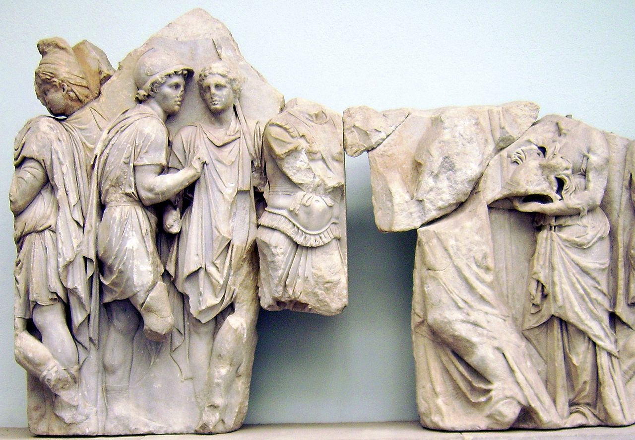 2Pergamon_Altar_-_Telephus_frieze_-_panel_16+17_(2).jpg