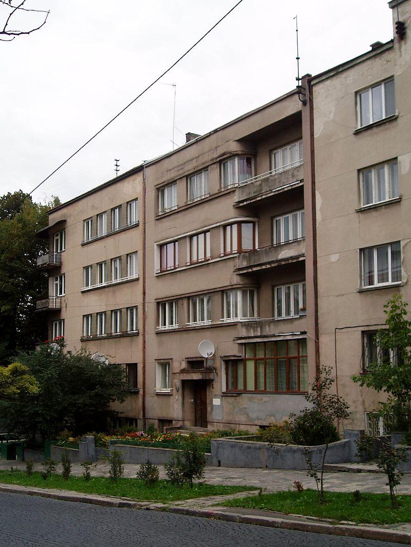 3-5_Heroiv_Maidanu_Street,_Lviv_(01).jpg