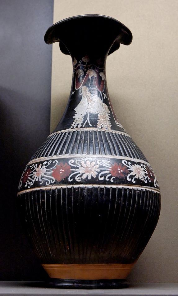3 -Oinochoe_Gnathia_Louvre_K596.jpg