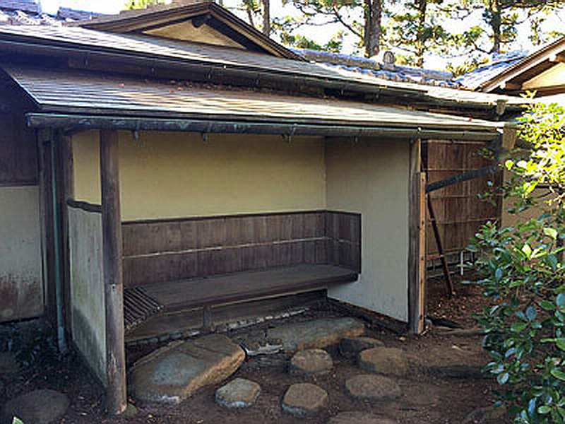 31.Нагао Кинъя. Огико.Фусимитэй, скамья.jpg