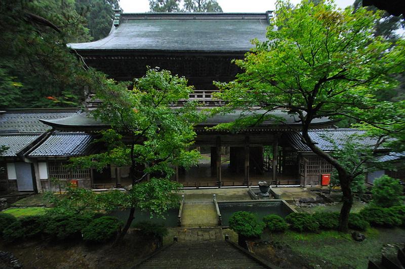 310.Эйхэй-дзи.Ворота саммон,вид от ворот тюдзякумон.JPG