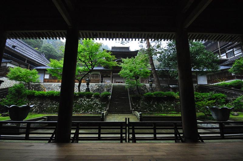 312.Эйхэй-дзи.Двор между саммон и тюдзякумон.jpg