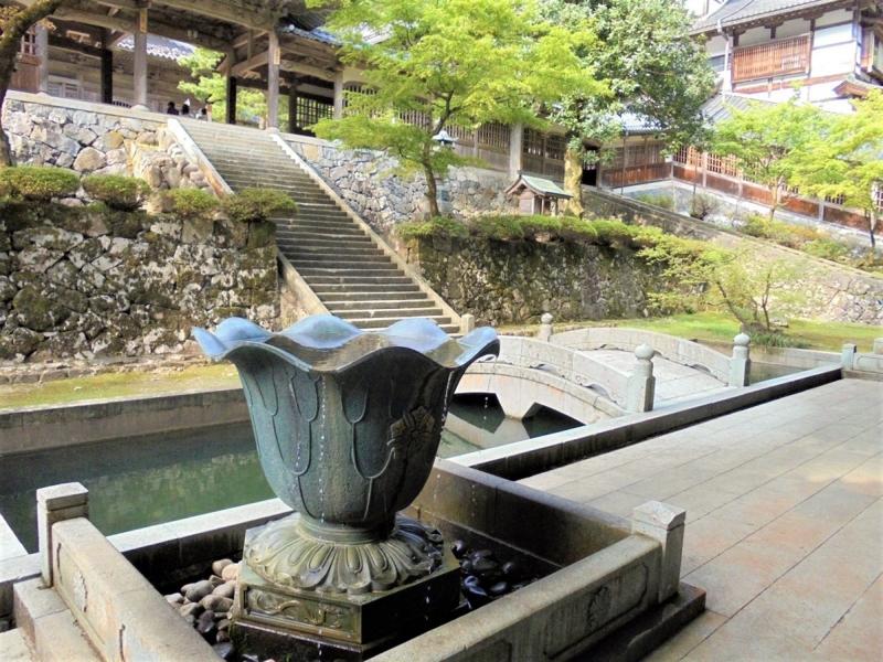 313.Эйхэй-дзи.Двор между саммон и тюдзякумон.jpg