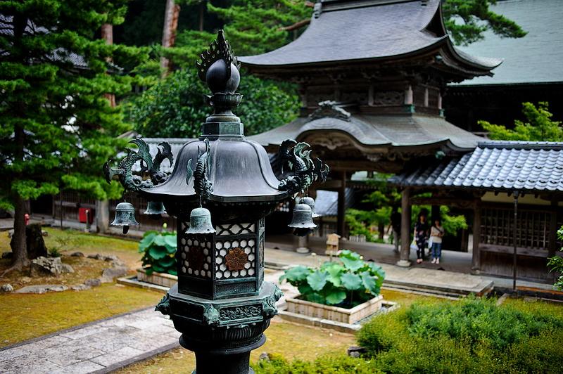 314.Эйхэй-дзи.Ворота тюдзякумон, вид от Храма Будды.jpg