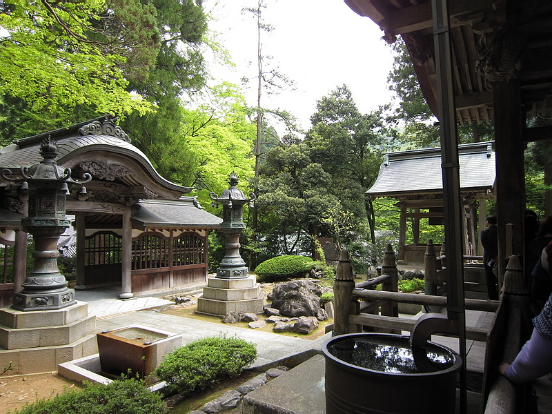 316.Эйхэй-дзи.Ворота тюдзякумон,вид от Храма Будды.jpg