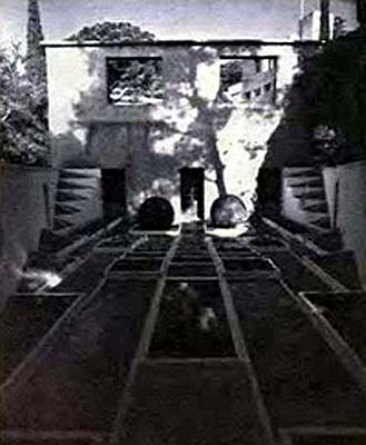 354.Сад виллы Ноэль,вид из сада.jpg