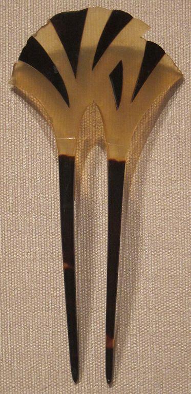 373px-Ornamental_Japanese_hair_pin,_tortoiseshell,_Edo_or_Taisho,_Honolulu_Museum_of_Art_I.JPG