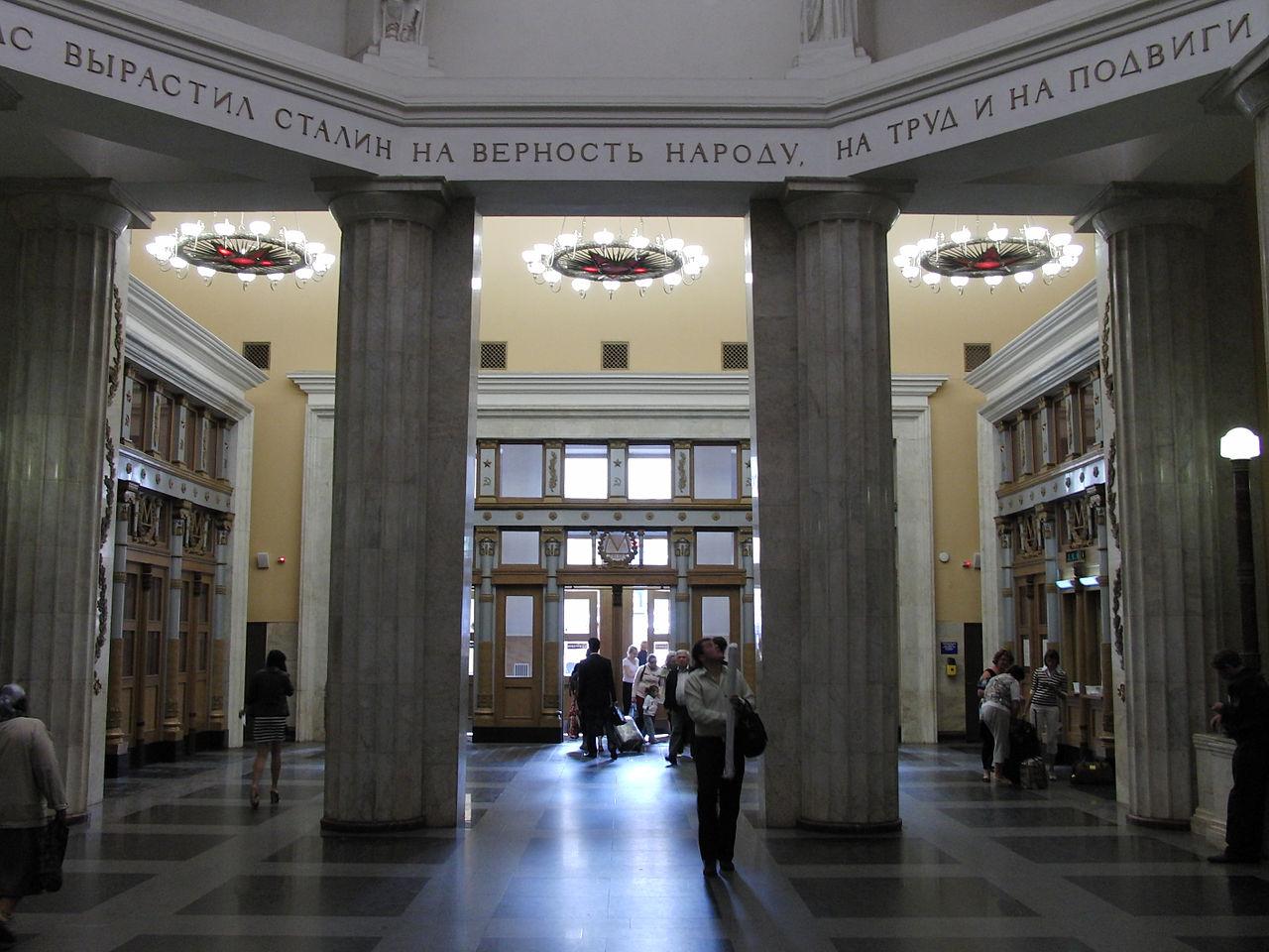 38 класVestibule_of_Kurskaya_stations_(Вестибюль_станций_Курская)_(5007558881).jpg