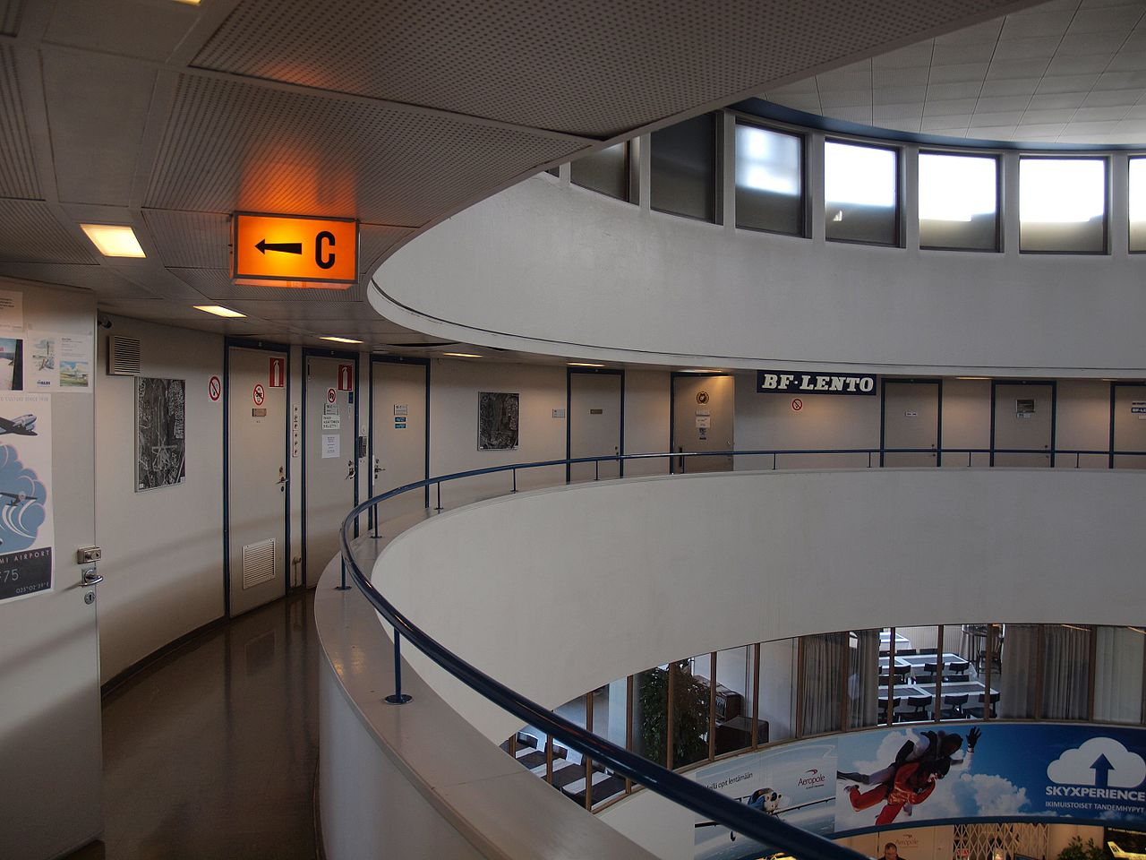 38Interior_of_Helsinki-Malmi_Airport_third_floor.jpg