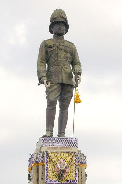 399px-Monument_of_Rama_VI_at_Lumphini_Park_2.jpg